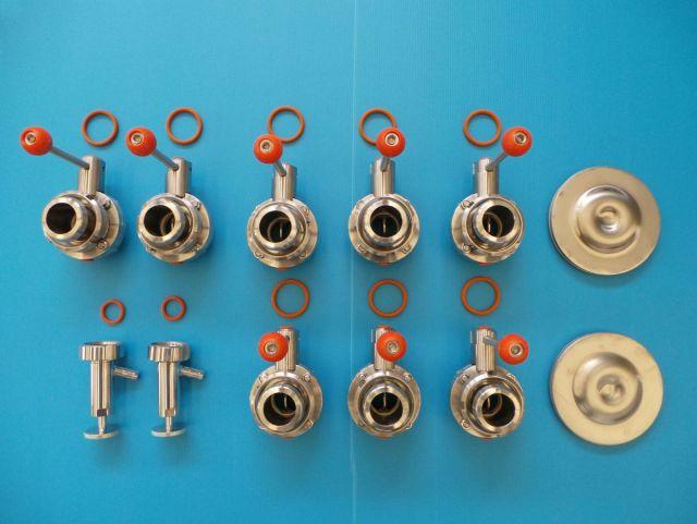 2 x 3m³ AISI304; CCT bier fermentatie tanks, gistingstanks; geisoleerd; warmtewisselaar; 2 bar druk binnentank